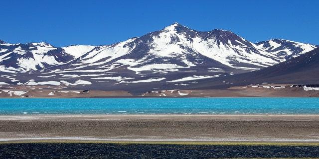 The summit of Ojos del Salado rises to22615 feet.