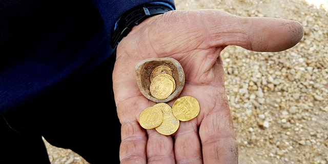 The hoard of gold coins. (Credit: Liat Nadav-Ziv, Israel Antiquities Authority)