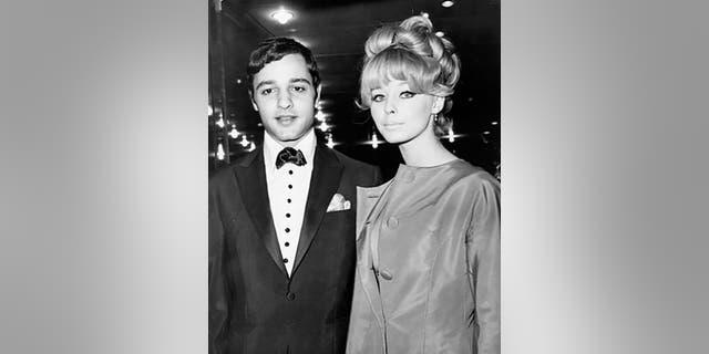Sal Mineo with Jill Haworth.
