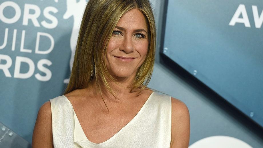Jennifer Aniston surprises COVID-19-positive nurse with $10G gift card on 'Jimmy Kimmel Live!'