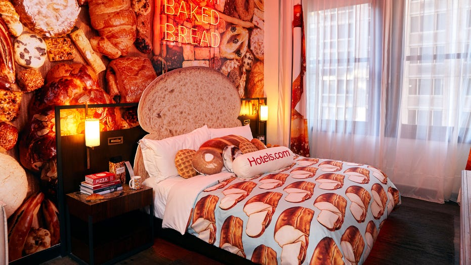 Hotels Com To Fly Fan To New York City So They Can Watch Super Bowl In Bread Themed Hotel Room Fox News