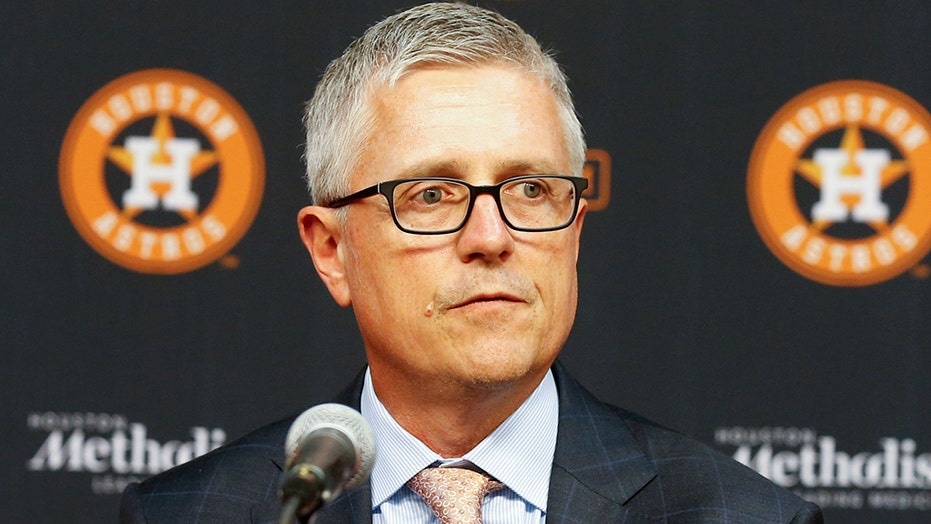 Ex-Astros general manager Jeff Luhnow sues team over dismissal for role in cheating scandal: 보고서