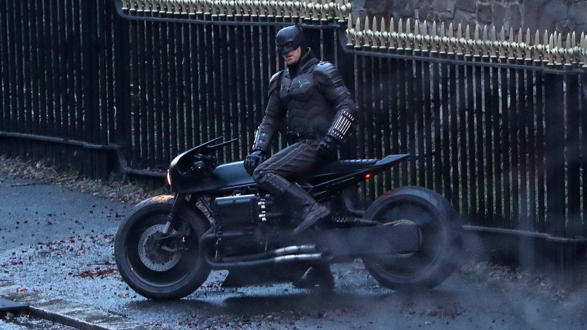 Batman's new bat-bike revealed in 'The Batman' set photos | Fox News