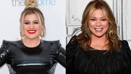 Kelly Clarkson, Valerie Bertinelli slam body shamer on Twitter