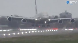 Etihad Airways pilot performs crosswind landing at Heathrow Airport due to strong winds