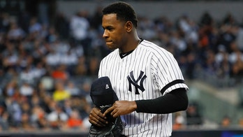 Yankees' Luis Severino, wife Rosmaly take part in underwater maternity photoshoot