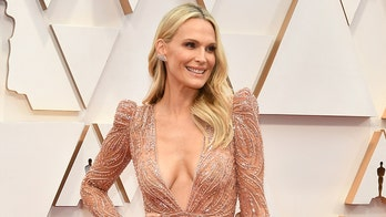 Molly Sims has 'Legally Blonde moment' in pink bikini: 'Not mad about it'
