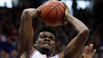 Top of AP poll steady as Baylor, Kansas set collision course
