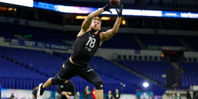 South Florida tight end Mitchell Wilcox runs a drill at the NFL football scouting combine in Indianapolis, Thursday, Feb. 27, 2020.