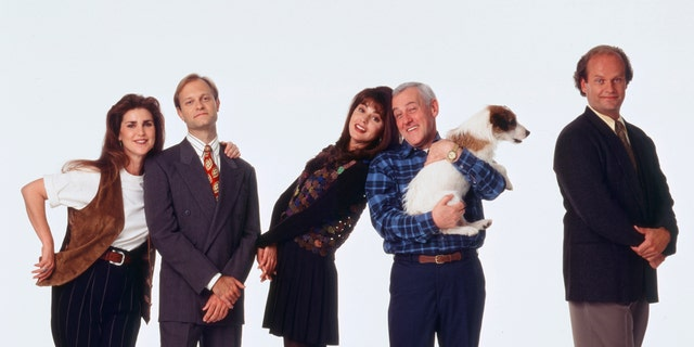 """""""Fraiser"""" cast (from left to right) Peri Gilpin, David Hyde Pierce, Jane Leeves, John Mahoney, and Kelsey Grammer as Doctor Frasier Crane. (Photo by David Rose/NBCU Photo Bank/NBCUniversal via Getty Images via Getty Images)"""