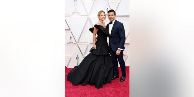 (L-R) Kelly Ripa and Mark Consuelos attend the 92nd Annual Academy Awards at Hollywood and Highland on February 09, 2020 in Hollywood, California.