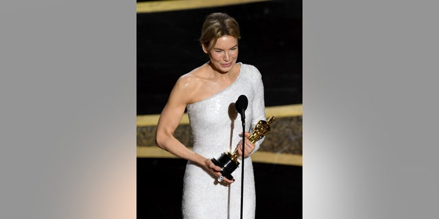HOLLYWOOD, CALIFORNIA - FEBRUARY 09: Renée Zellweger accepts the Actress in a Leading Role award for 'Judy' onstage during the 92nd Annual Academy Awards at Dolby Theatre on February 09, 2020 in Hollywood, California. (Photo by Kevin Winter/Getty Images)