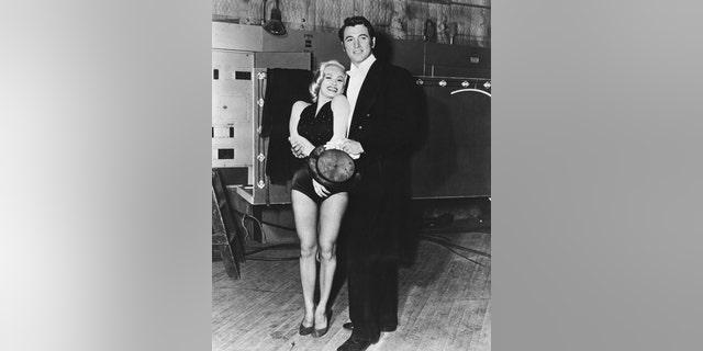 Mamie Van Doren with Rock Hudson.