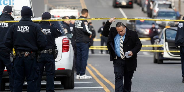Westlake Legal Group bronx-shooting1 Gunman who targeted NYPD officers in 2 'premeditated' attacks has violent past, previous shootout with cops Stephen Sorace fox-news/us/us-regions/northeast/new-york fox-news/us/crime/police-and-law-enforcement fox-news/us/crime fox news fnc/us fnc d99dc2a4-5ba5-52d7-823e-5460660c0ad9 article