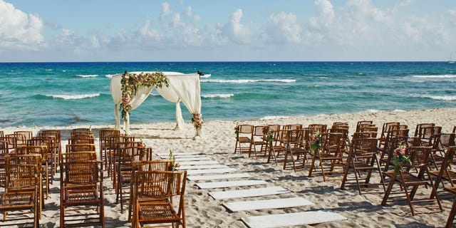 According to a post on Reddit, a bride and groom expect guests to attend a timeshare presentation as part of their destination wedding.