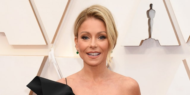 Kelly Ripa and husband Mark Consuellos turned heads in their latest social media post.