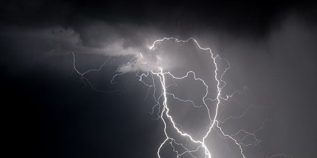 Lightning strike in Florida injures 2, leaves 1 critical at Clearwater Beach