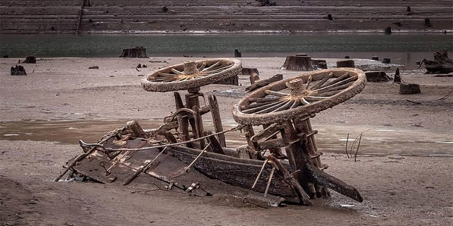The cart was briefly exposed in an Oregon lake bed.