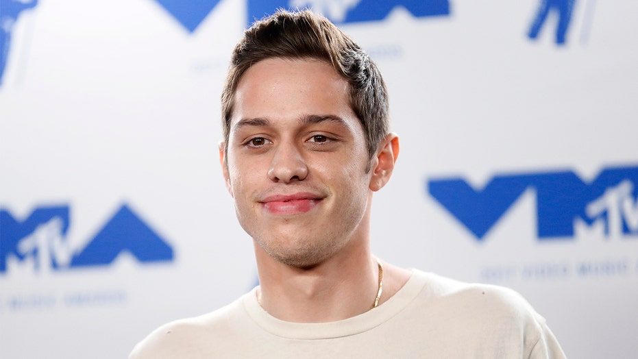 "Pete Davidson interpreterà George Bailey in ""È una vita meravigliosa"" per beneficenza"