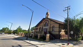 Chicago cops disperse crowd at church for violating coronavirus stay-at-home order