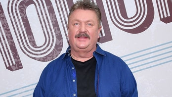 Country star Joe Diffie dead from coronavirus complications at age 61