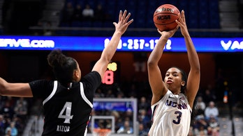 No. 5 UConn beats Cincy 87-53, finishes perfect run in AAC