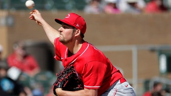 Reds' Bauer says tipping pitches for Dodgers all in fun