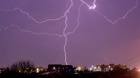 Midwest braces for storms, tornadoes amid coronavirus, stay at home orders