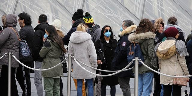 Louvre museum in Paris closes over coronavirus fears