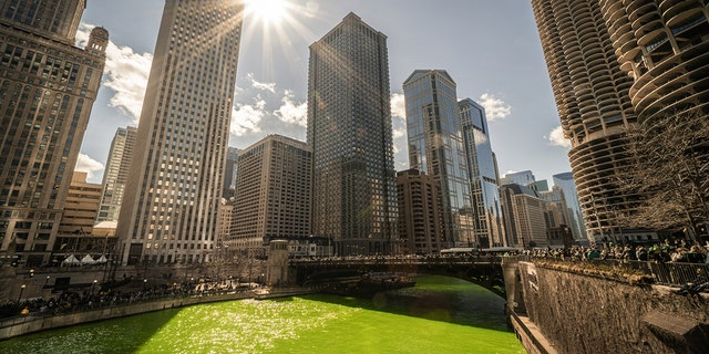 March 2019 : Chicago river walk on Saint Patrick's Day.