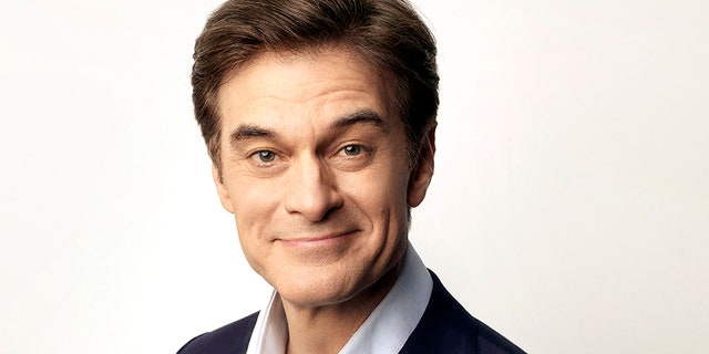 Dr. Mehmet Oz saves a person's life at airport, performs CPR.jpg