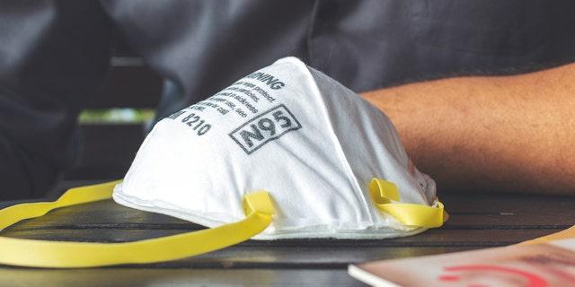 An N95 air filter mask.