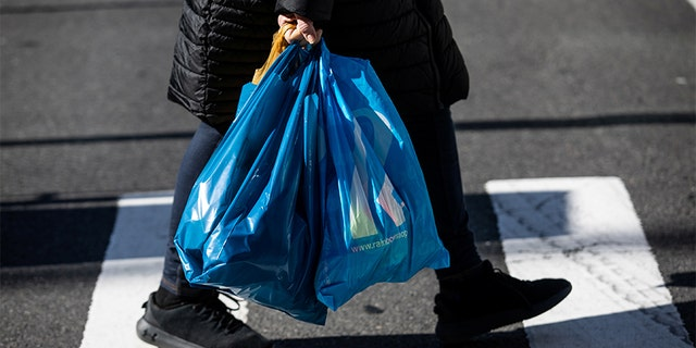 A shopper carrying plastic bags in Manhattan on Sunday. (REUTERS/Jeenah Moon)