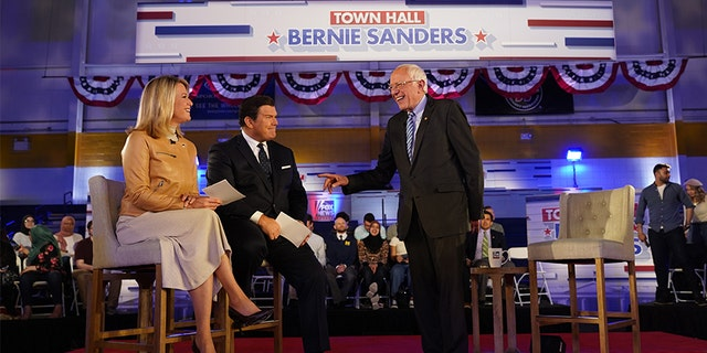 Sanders with Fox News anchors Bret Baier and Martha McCallum at a town hall in Detroit ahead of Tuesday's Democratic primary voting there and in five other states this week.