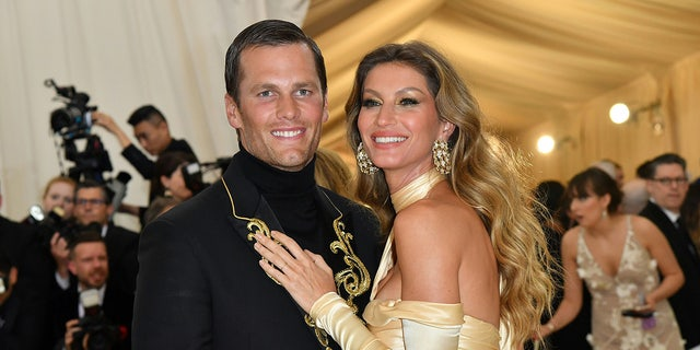 Tom Brady (L) and Gisele Bundchen arrive for the 2018 Met Gala on May 7, 2018, at the Metropolitan Museum of Art in New York. (Photo by Angela WEISS / AFP)