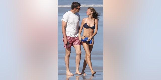 Tom Brady (L) and Gisele Bundchen (R) take a walk on the beach in Costa Rica.