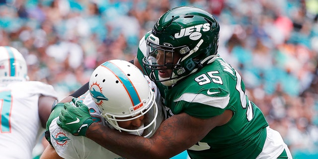 Jets' Williams arrested for carrying gun at airport