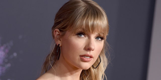 Taylor Swift at the American Music Awards in Los Angeles