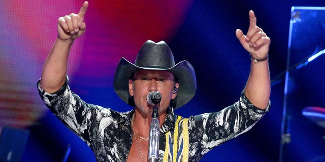 Tim McGraw performs onstage during the 2019 iHeartCountry Festival in Austin, 德克萨斯州 2019.