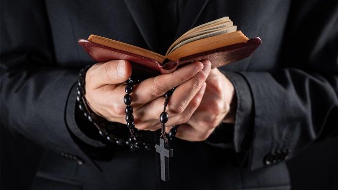 Pennsylvania pastor slams coronavirus precautions, plans ...