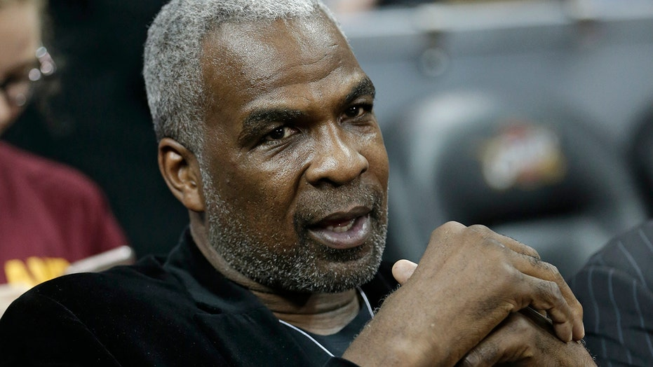 Ex-Knicks great Charles Oakley doesn't want his jersey retired unless owner James Dolan does this