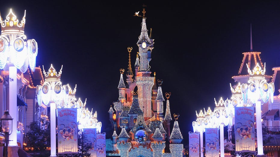 Coronavirus Concerns Haven T Closed Disneyland Paris Despite Ban On Public Gatherings Of More Than 5 000 Fox News