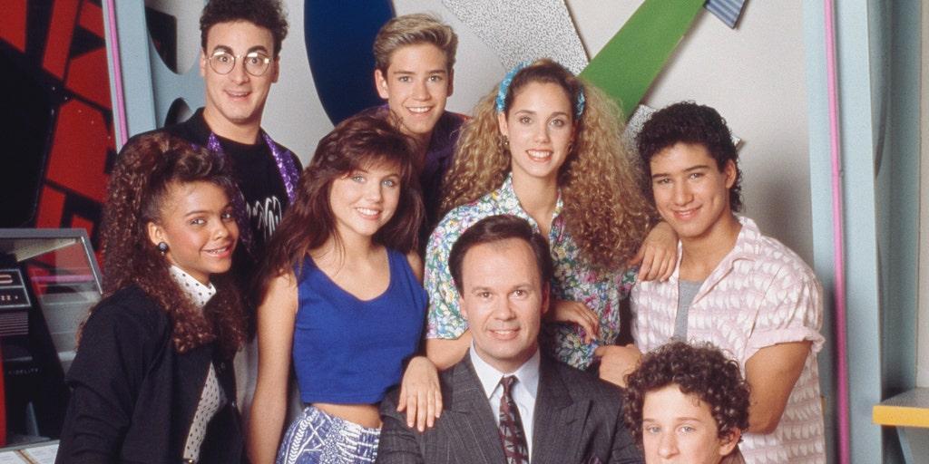 Saved By The Bell Reboot Trailer Reunites Original Cast Members