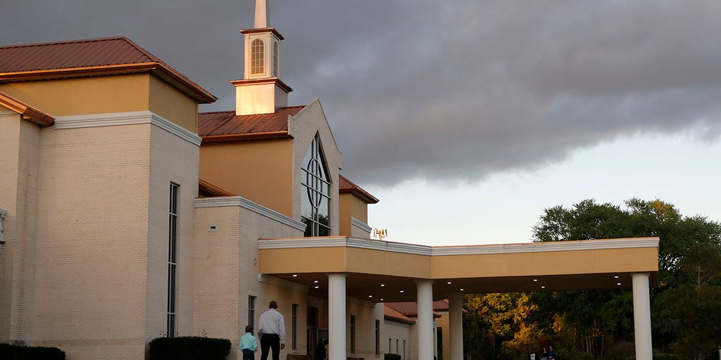 Some pastors defiant as churches celebrate Palm Sunday during coronavirus outbreak | Fox News