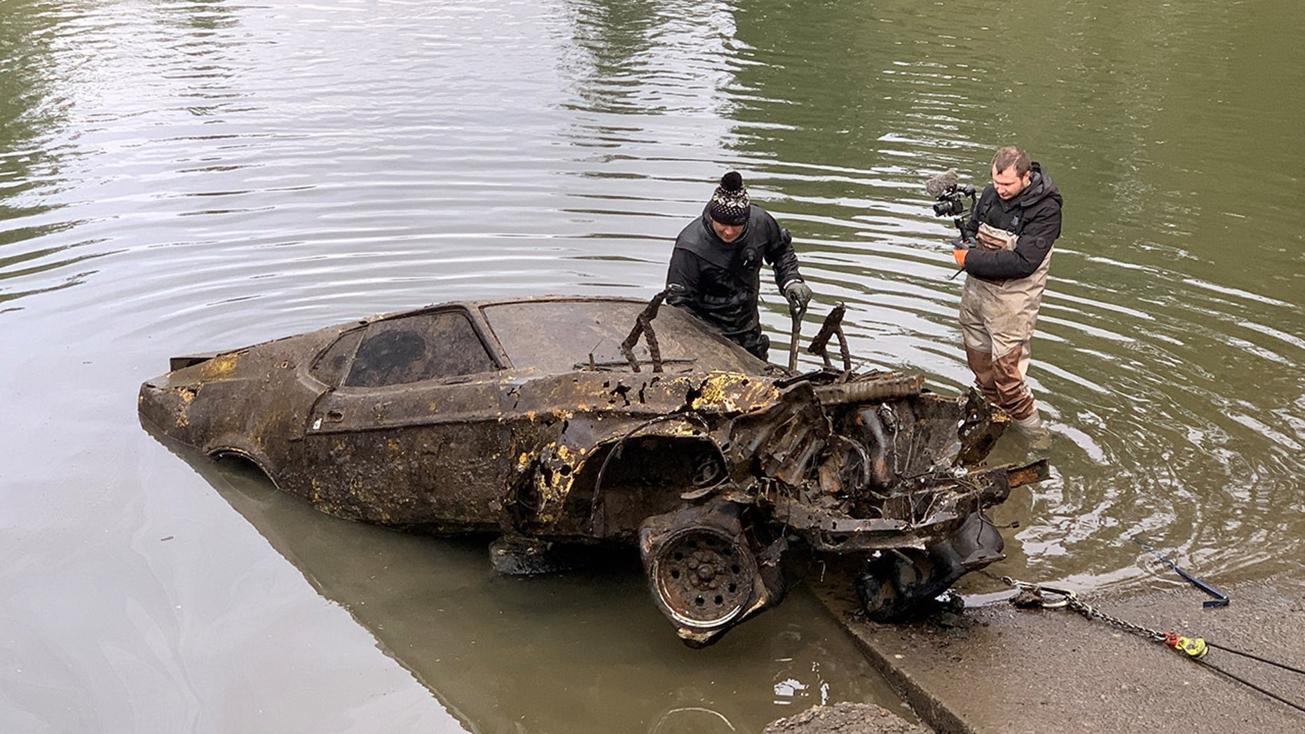 Divers find 9 cars dumped in Portland river : The Motor Masters
