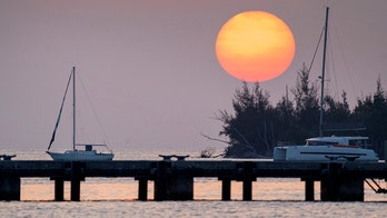 Miami Beach extends coronavirus lockdowns, beaches remain closed