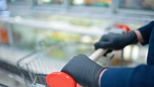 Kentucky man, 18, helps pay for elderly Kroger customer's groceries