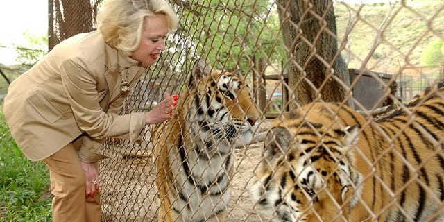 Tippi Hedren with Mona and Zoe.