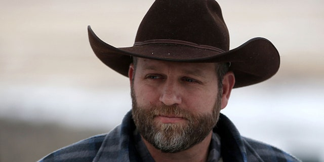 Ammon Bundy, the leader of an anti-government militia, prepares to speak to members of the media in front of the Malheur National Wildlife Refuge Headquarters in 2016 near Burns, Oregon. (Photo by Justin Sullivan/Getty Images)