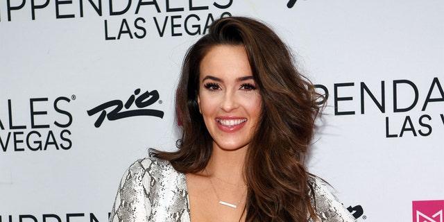 Former 'Bachelor' contestant Caroline Lunny has announced her coronavirus diagnosis.